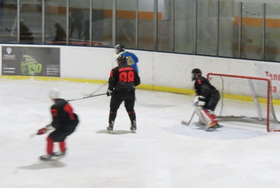 У фіналі Чемпіонату Вінниці із хокею зустрінуться команди