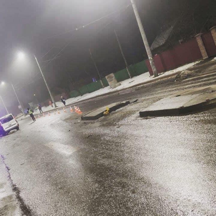 У Вінниці нетверезий водій наїхав на острівець безпеки та збив дорожній знак (Фото)