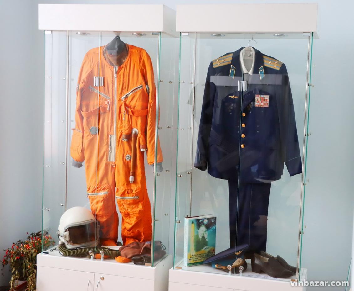 Зеленський запросив Ілона Маска до Музею космонавтики у Житомир. Біля Вінниці є подібний заклад (Фото)