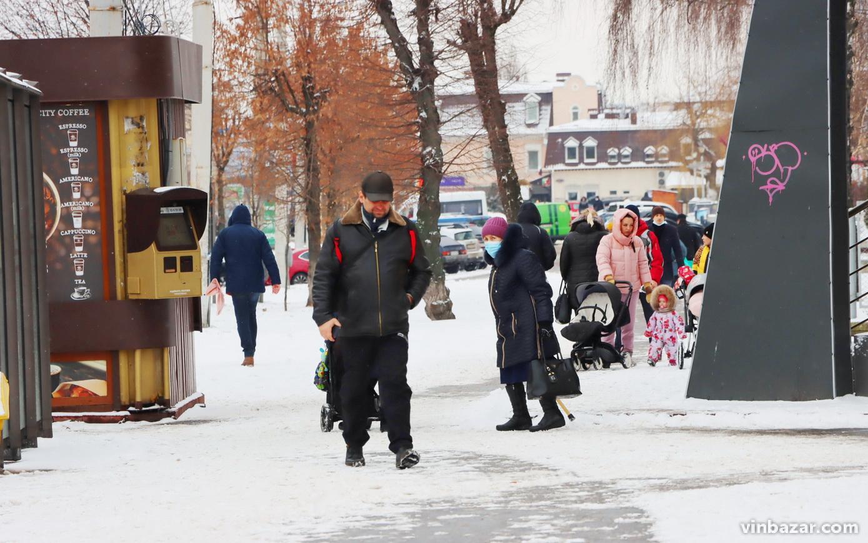 Вінницю засипало снігом. Синоптики прогнозують ще більші опади (Фото)