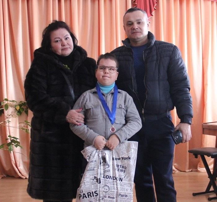 Незрячий хлопчик з Вінниччини переміг у міжнародних пісенних конкурсах (Відео)