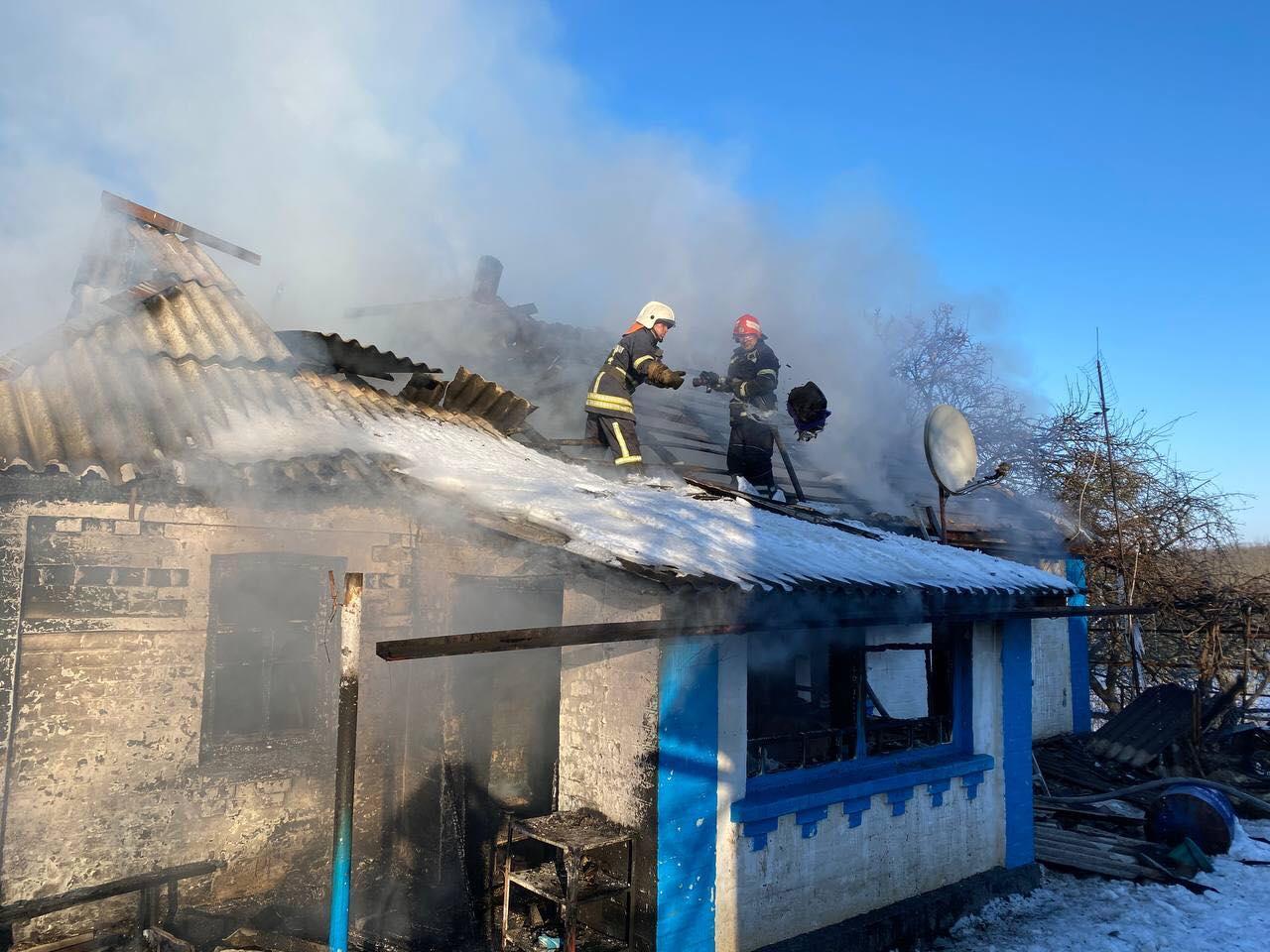 На Вінниччині 16-річний хлопець виніс із палаючого будинку молодшу сестру (Фото)