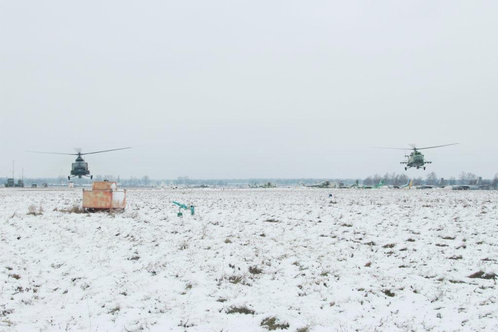 Над Вінницею молоді пілоти відточують уміння в умовах обмеженої видимості (Фото)