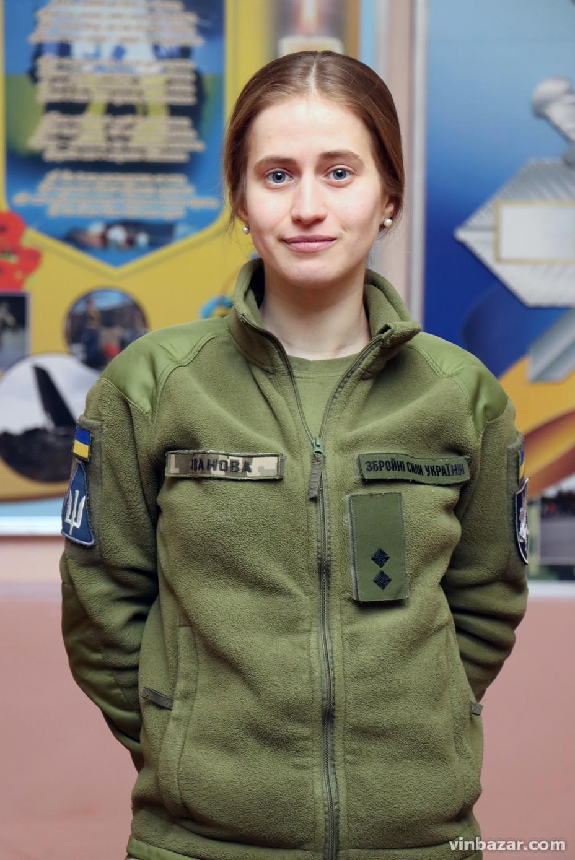 У Бригаді транспортної авіації поблизу Вінниці служить єдина жінка-штурман (Фото)