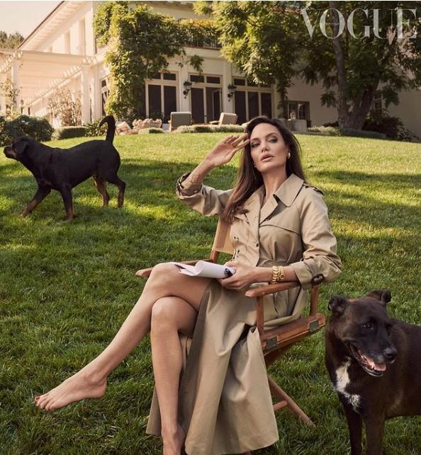 Актриса Анджеліна Джолі з'явилася на обкладинці британського журналу Vogue