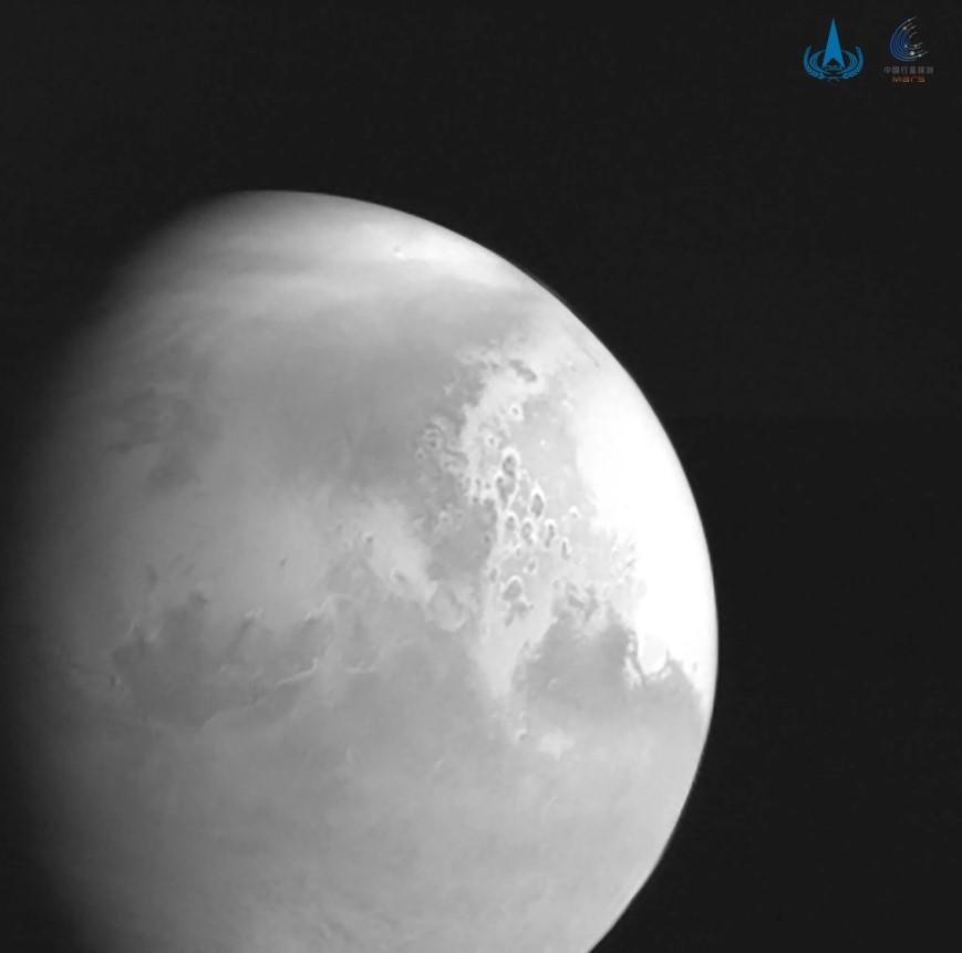 Китайский зонд прислал первые детальные фото Марса