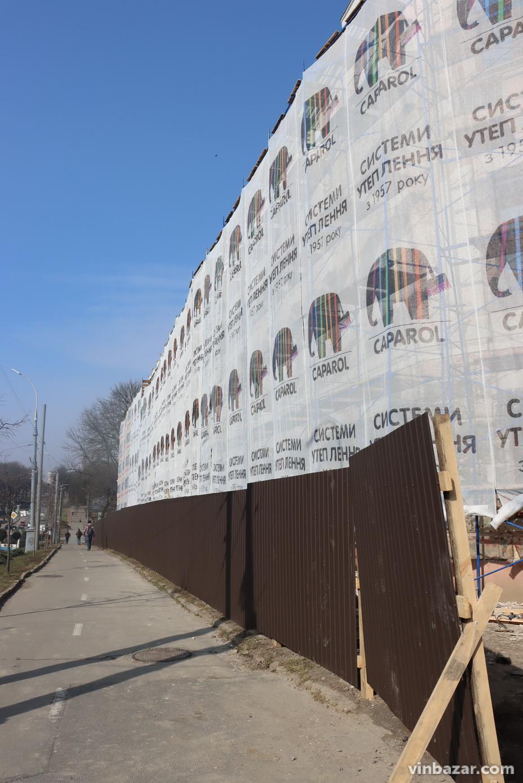 На Соборній розпочали реконструкцію фасаду школи-гімназії №2 (Фото)