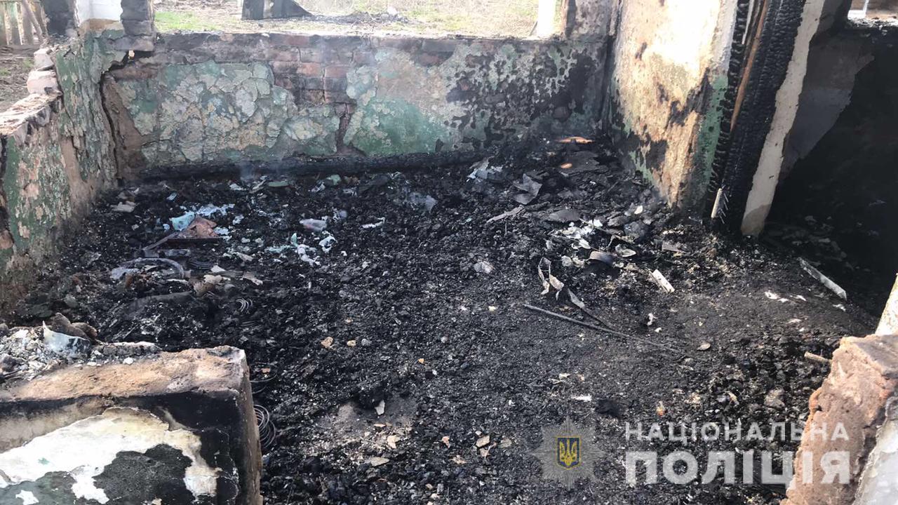 На Вінниччині затримали чоловіка, якого підозрюють у підпалі свого колишнього будинку (Фото)