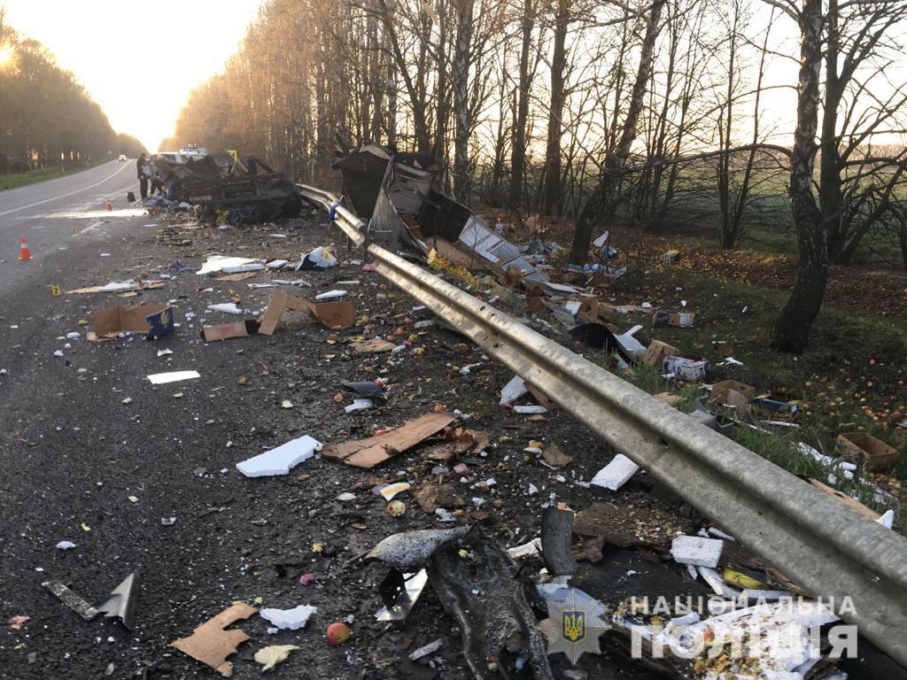 На Вінниччині зіткнулись дві вантажівки. Обидва водії загинули (Фото+Відео)