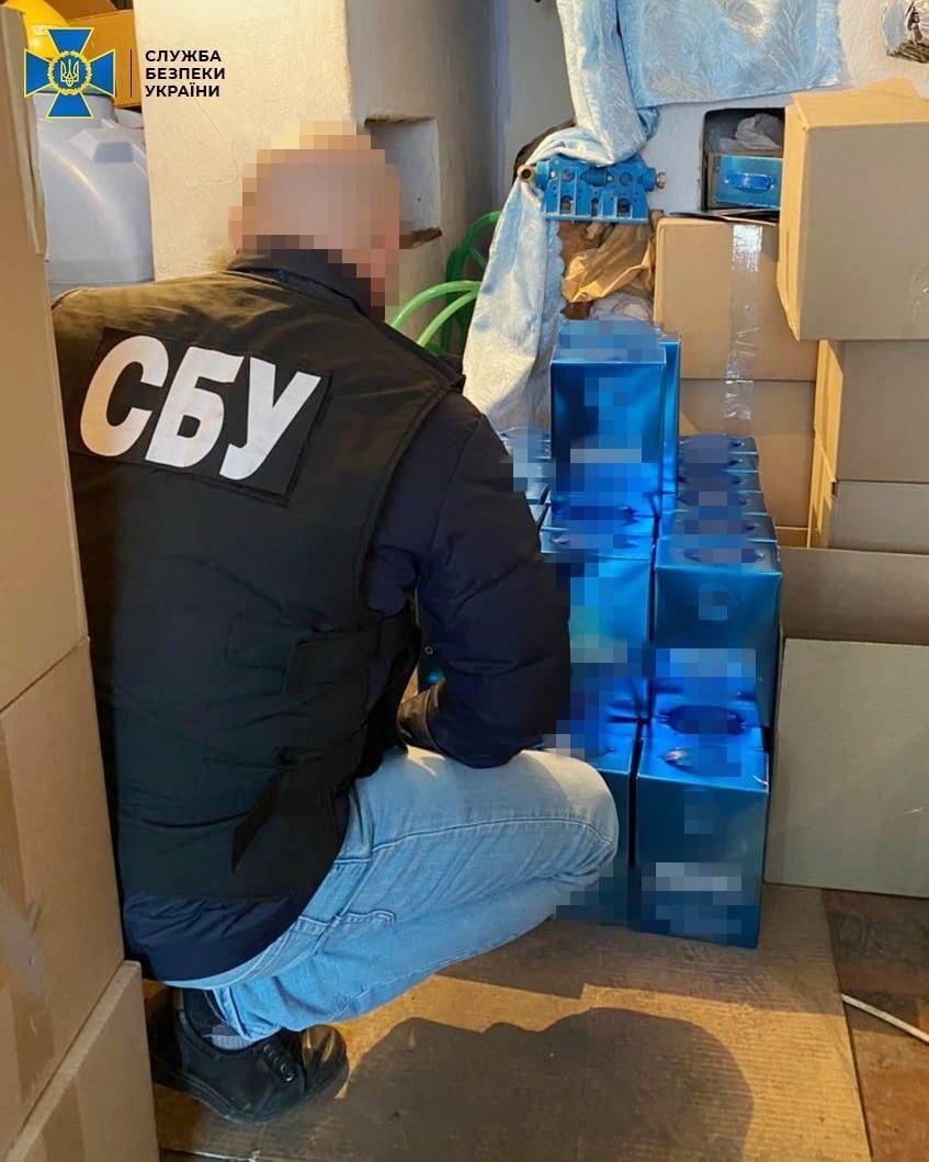 На Вінниччині виявили партію фальсифікованого алкоголю, яку перевозили завдяки приватному поштовому оператору