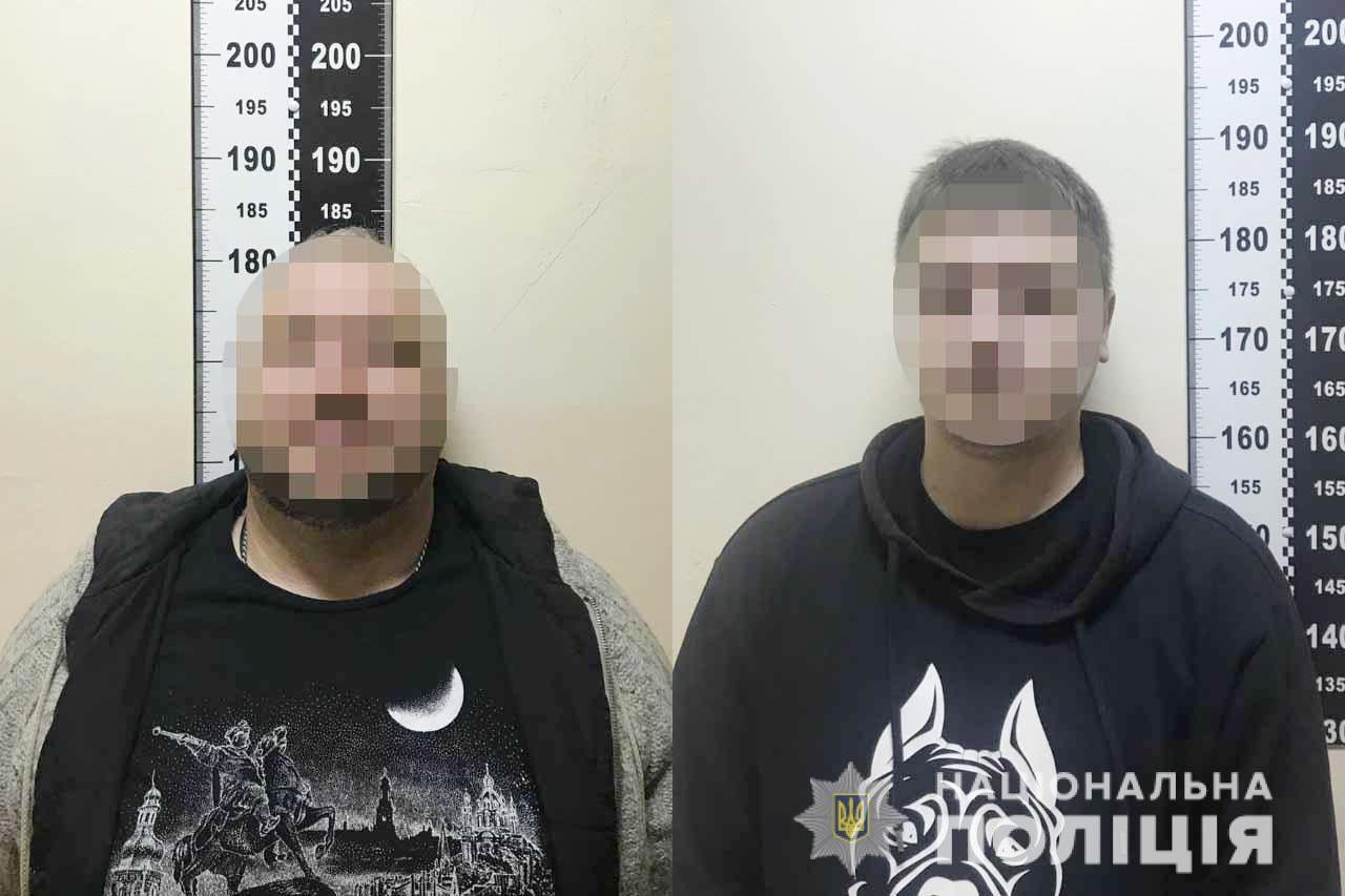 Били та погрожували зброєю: група чоловіків влаштували розправу в одному з дворів Вінниці (Фото+Відео)