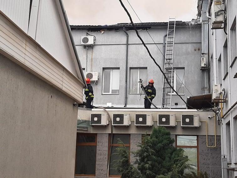 У масштабній пожежі на вулиці Бевза загинула жінка. Поліція відкрила кримінальне провадження (Фото+Відео)