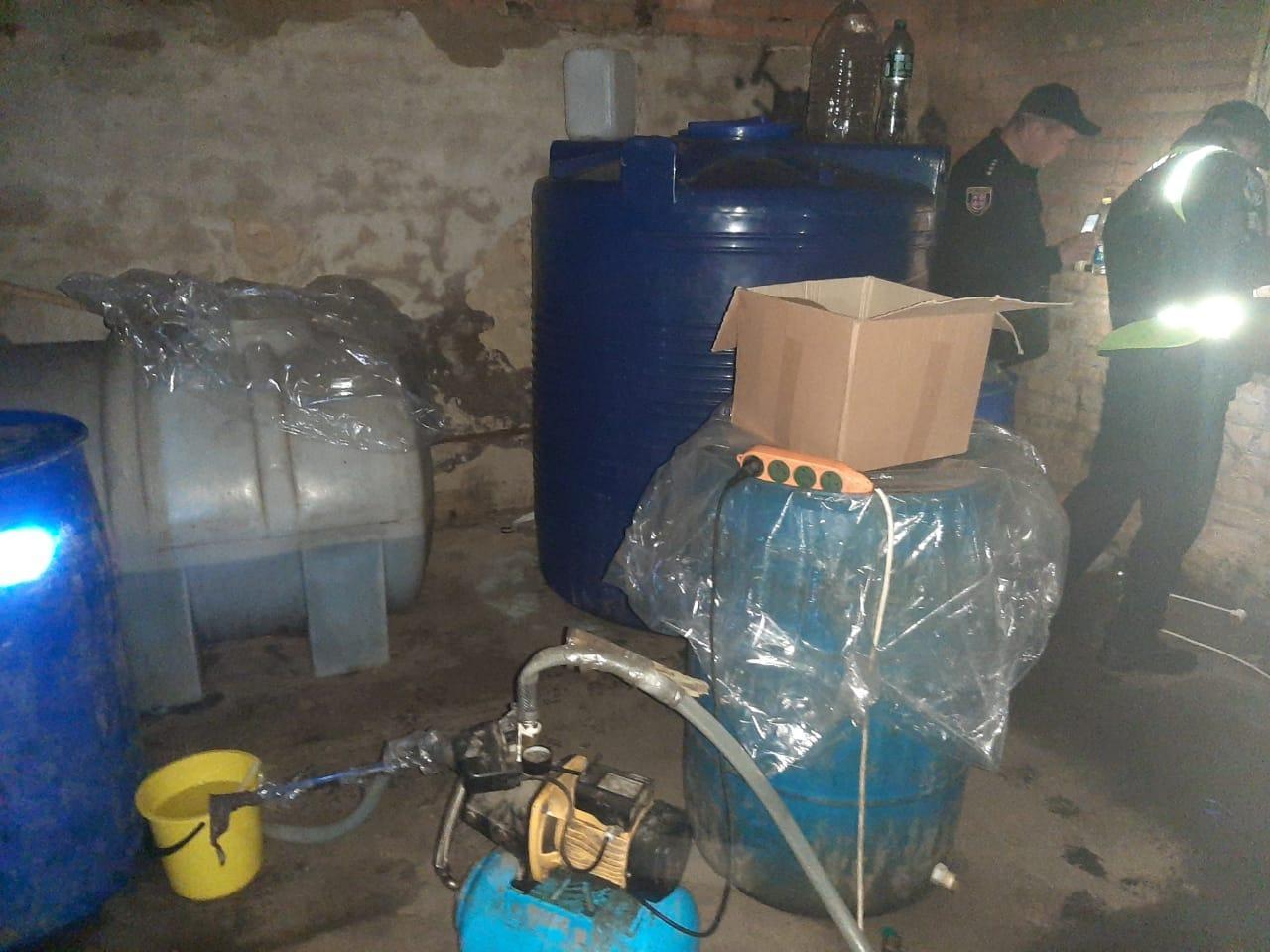 На Вінниччині викрили підпільний цех з виготовлення фальсифікованого алкоголю (Фото)