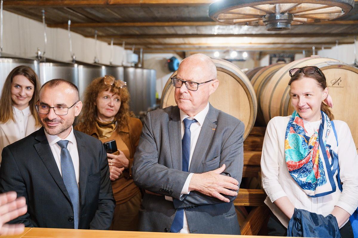 Французька делегація з Бургундії зацікавилась вінницьким вином