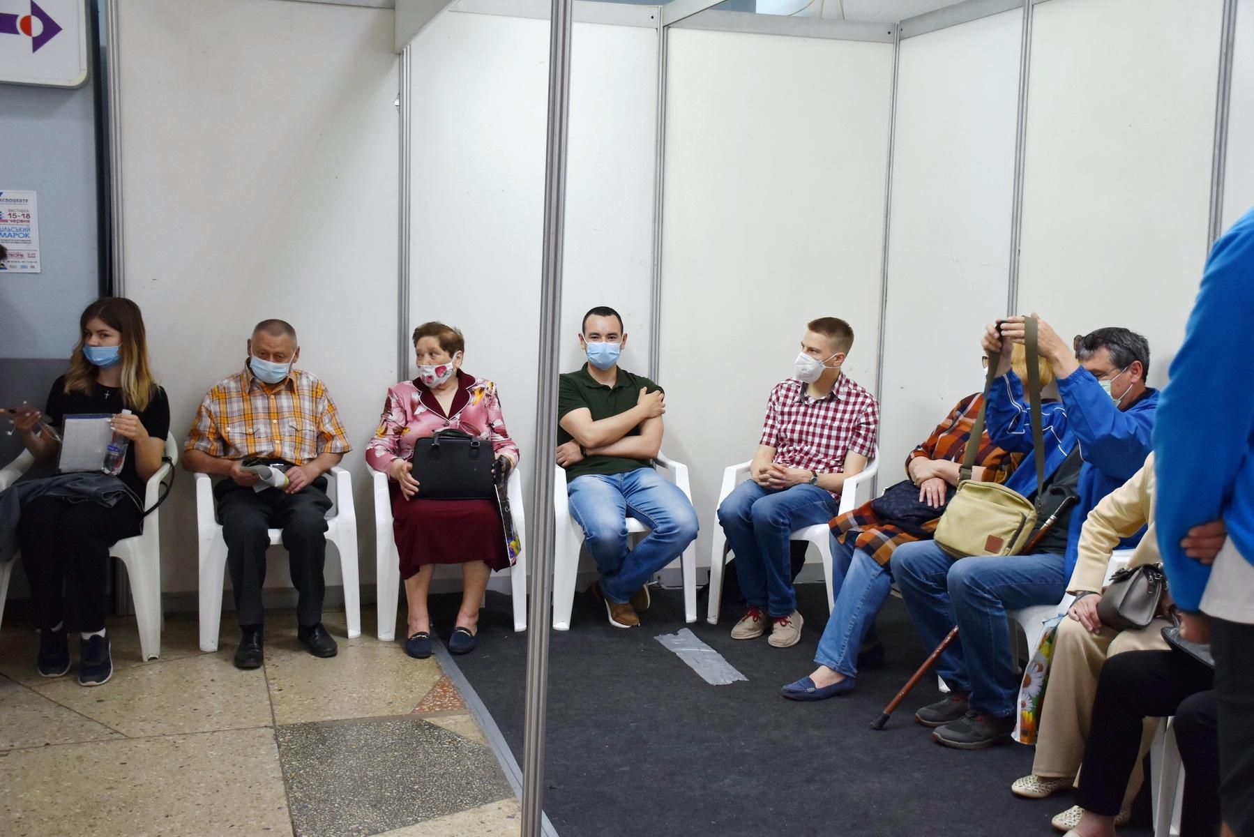 У Вінниці запрацював центр масової вакцинації. За два дні щеплення зробили 750 вінничан (Фото)