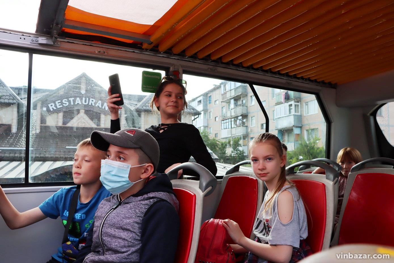 """""""Другий в Україні"""": вулицями Вінниці курсує берлінський двоповерховий автобус-кабріолет (Фото)"""