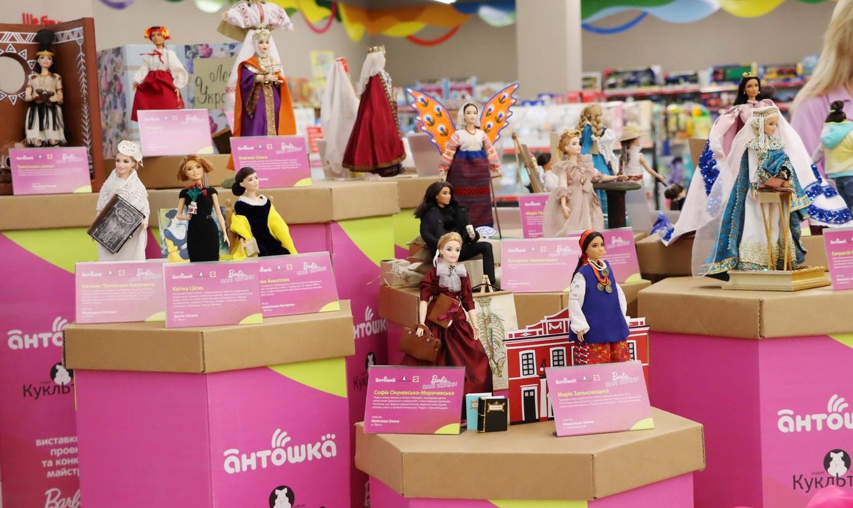 Alyona Alyona, Роксолана та Юлія Саніна: у Вінниці відкрили лялькову виставку присвячену відомим українкам (Фото)