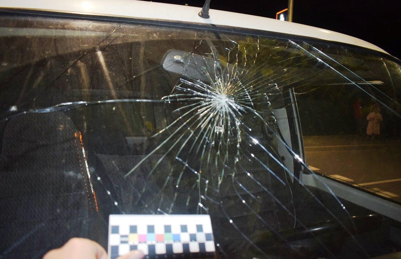 У Вінниці водіймікроавтобусу збив на тротуарі 19-річну дівчину. Авто з пасажирами кинув та втік (Фото)