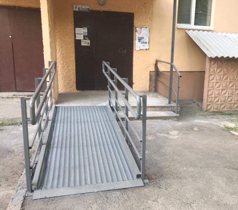 У Вінницькій ОТГ облаштували вісім пандусів біля багатоквартирних будинків