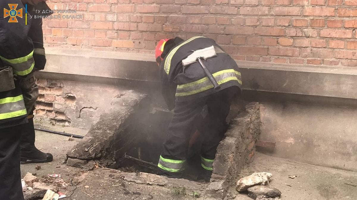 У Вінниці горів підвал жилого будинку. Постраждала людина (Фото+Відео)