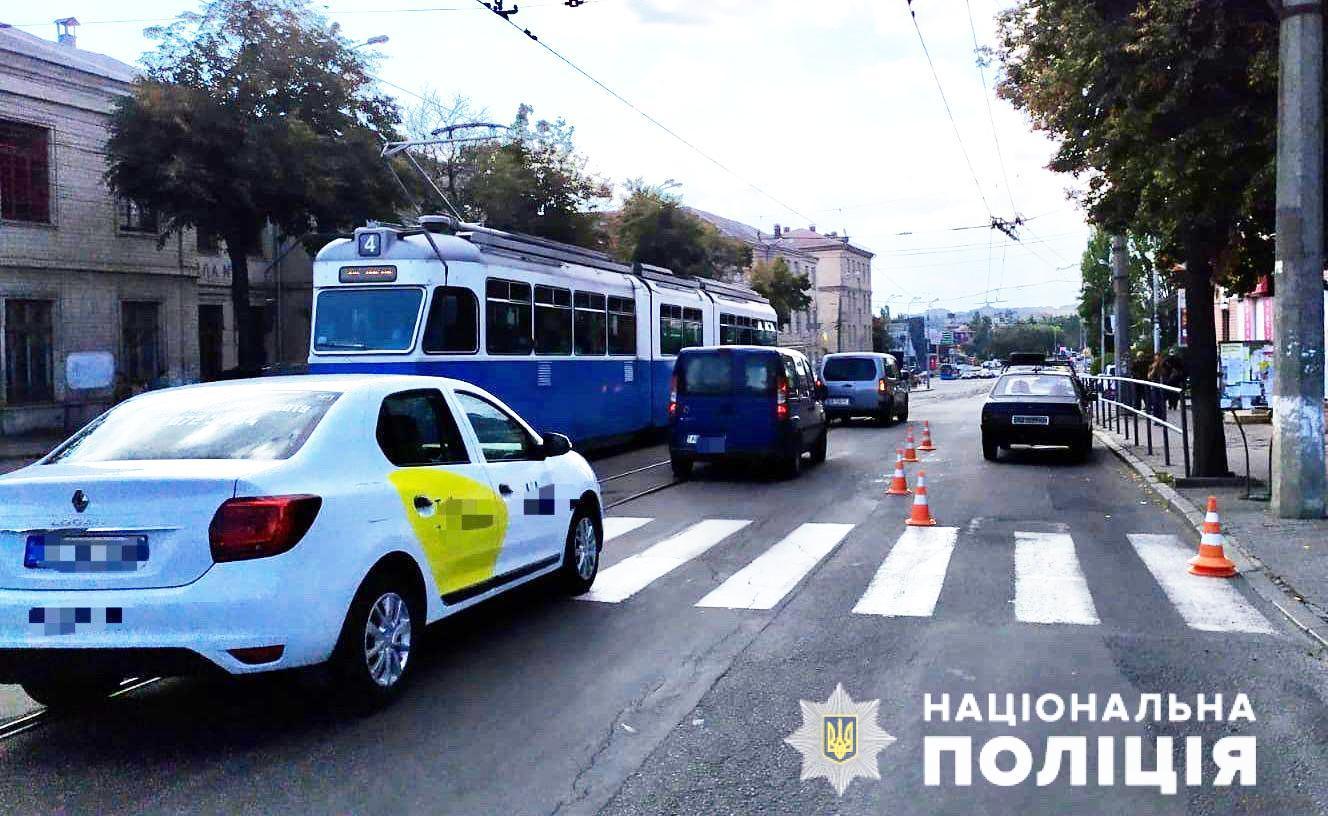 У Вінниці водій ВАЗу збив трьох пішоходів на переході (Фото)