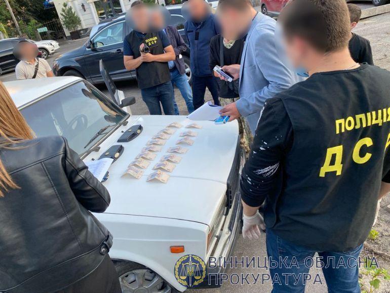 У Вінницькій області начальника районного підрозділу ДСНС затримали на поборах (Фото)