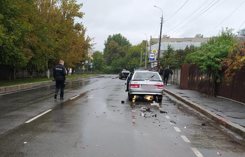 У Вінниці загинув водій легковика, який протаранив припаркований Mercedes (Фото)