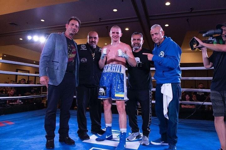 Боксер з Вінниці Сергій Богачук здобув 20 дострокову перемогу на професійному ринзі (Фото)