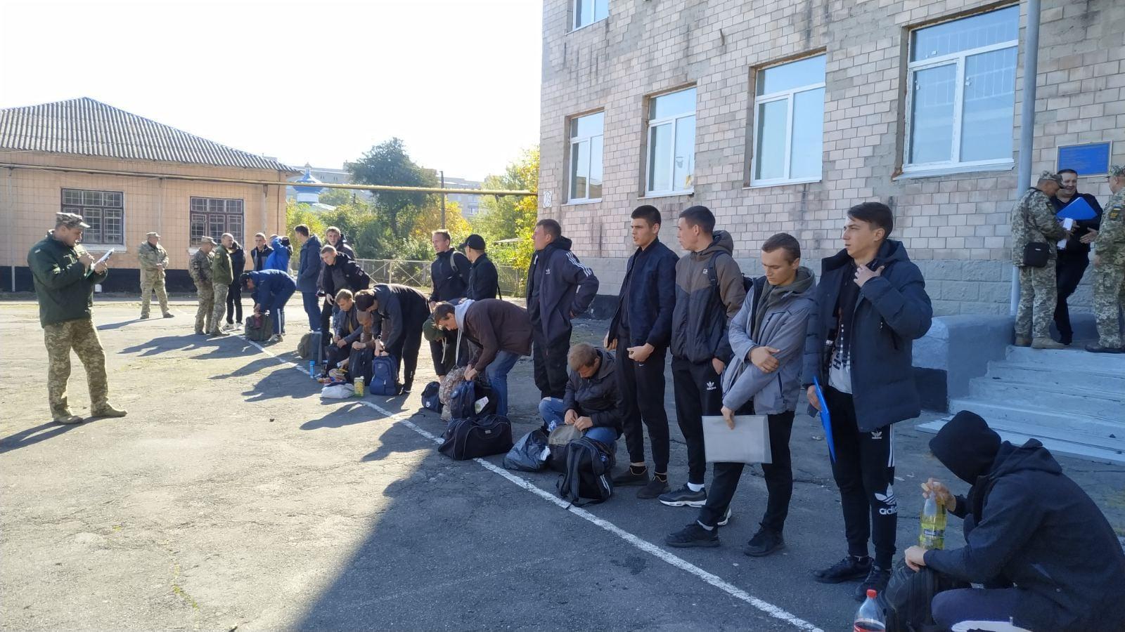 Осінній призов 2021: до армії відправили перших 150 молодиків з Вінниччини (Фото)