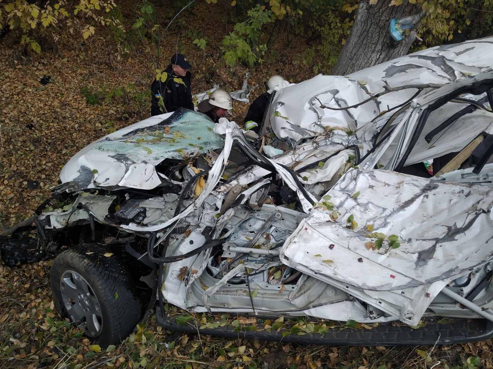 На Вінниччині розбився позашляховикKiaMohave. Водій загинув, пасажирка в лікарні (Фото)