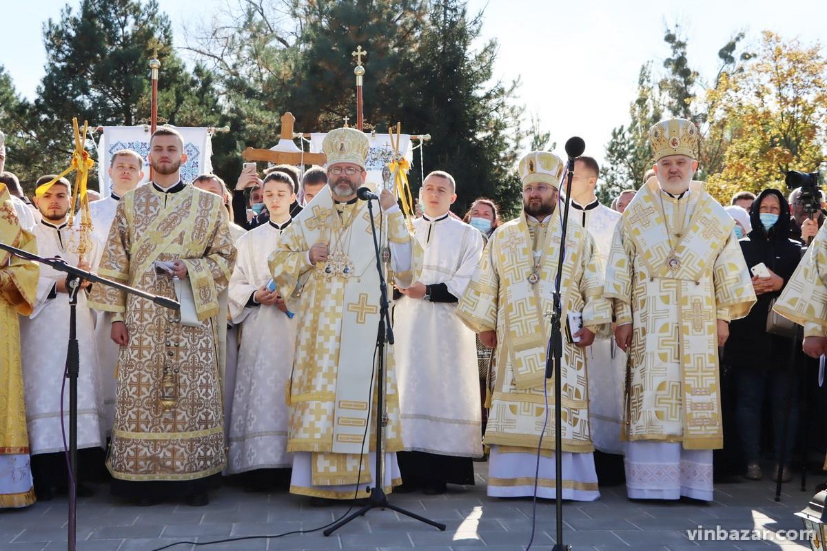 У Вінниці відкрили перший в Україні пам'ятник Любомиру Гузару (Фото)