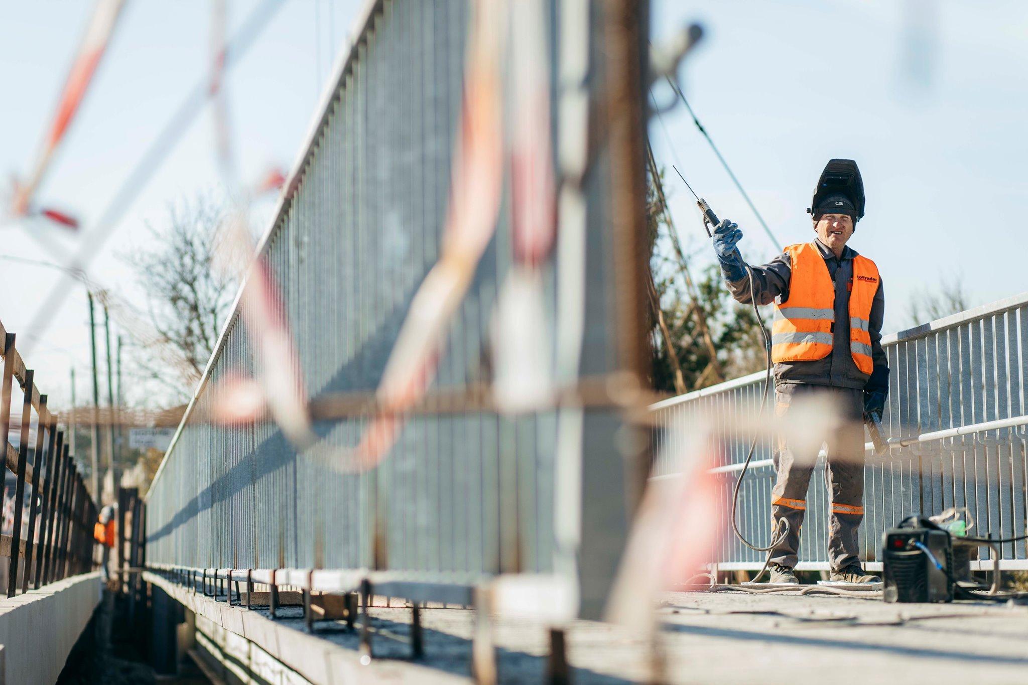 Біля Могилева-Подільського ремонтують автомобільний міст через річку Немия. Завершать у листопаді (Фото)