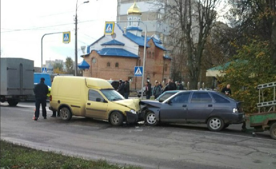 У Вінниці лоб в лоб зіткнулись два автомобілі (Фото)