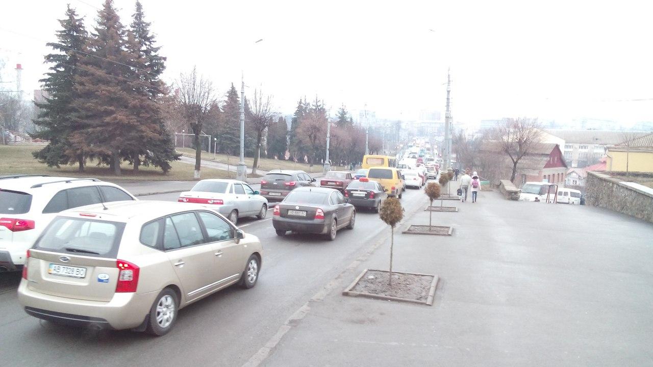 У Вінниці через перекриття Київського мосту в центрі великі затори (Фото+Відео)